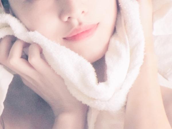 蒸しタオルで毛穴ケア肌質改善